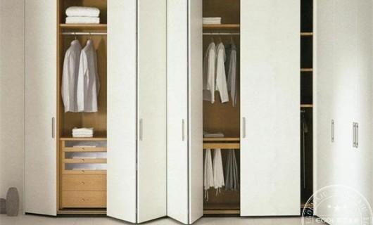 易高家居:新手加盟定制衣柜品牌有哪些注意事项